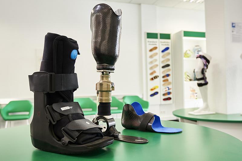 Verschiedene Orthesen als Beispiel der Orthopädietechnik des Sanitätshauses Medisan GmbH in Bremen